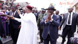 Le président nigérien, Mahamadou Issoufou ne cède pas à la tentation d'un troisième mandat. Ce qui n'est pas le cas de son homologue ivoirien, Alassane Ouattara. Selon ses partisans, l'adoption d'une nouvelle Loi fondamentale en 2016 a remis les compteurs à zéro.